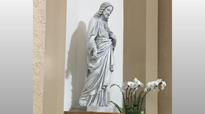 Slider 13 – Jesus Statue
